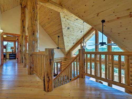 Ponderosa lodge loft nice log balcony 500
